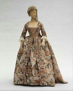 French designed silk dress 1760s.   👗