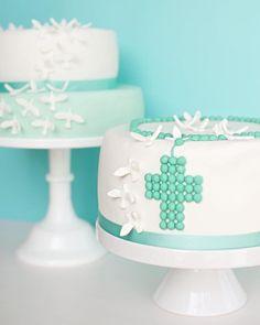 Guten Morgen, Ihr Lieben! Ein neuer Post ist online. Ich freu mich auf Euch! #Post #online #Blog #evaundich #heute #jetzt #sweettable #sweet #table #kommunion #holycommunion #fondant #cake #torte