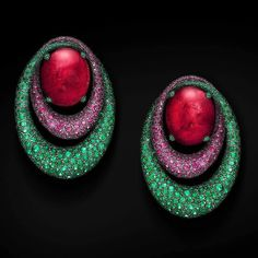 Earrings by De Grisogono from the Melody of Colours collection  with two oval rubelites surrounded by pink sapphires and emeralds in pavé. _________  Pendientes de De Grisogono de la colección Melody of Colours  con dos rubelitas ovaladas rodeadas por zafiros rosas y esmeraldas en pavé.  __________  Regrann from @degrisogono #MelodyOfColours #deGRISOGONO  #DeJoyaEnJoya #FromJewelToJewel #JewelryBlog #JewelryBlogger #switzerland #HighJewelry #FineJewelry #rubelites #sapphires #PinkSapphires…