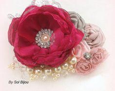 Clip nupcial Fascinator del pelo nupcial en fucsia, gris, marfil, plata y rosa con encaje, piedras preciosas y perlas