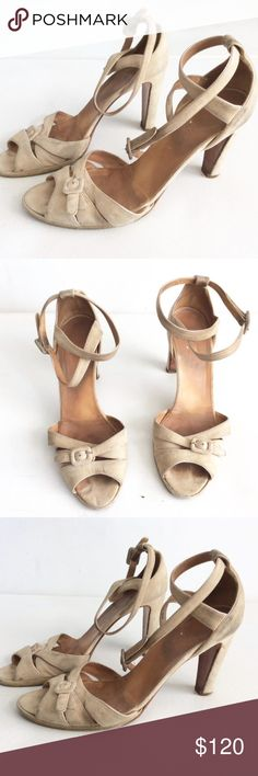 """Vintage HERMES tan Pumps 39 1/2 Heels shoes Brand:  Hermes  Style:    Vintage suede leather Pumps heels SHOES   Color:   beige  Size:  39 1/2  Length (heel to toe) footbed:  9 1/2"""" Bottom Width (across the widest part of the sole):  3 1/4""""  heel: 3 1/4""""    Condition: Pre-owned, Overall, soil  / scuff surface wear, see bottom heel taps pic - A trip to the cobbler  and a little investment, would spruce these Classic heels right up!    Pics will be a better judge of condition.. Hermes Shoes…"""
