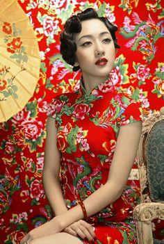Shanghai Tang Femme Chinoise, Femme Asiatique, Beauté Asiatique, Bigoudis,  Ombrelle, Couleur 246c9f0726bb