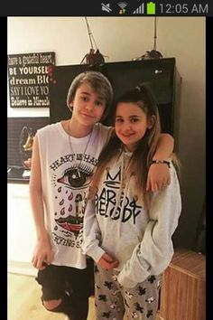 Am I the only one who thinks Leo and tilly look alike. They legit look like twins. Tilly looks like the girl version of Leo not joking. I think it's cute to be honest💘💘💘💘💘💘💘💘💘 Siblings Goals, Sisters Goals, Matilda Devries, Celebrity Crush, Celebrity Style, Baby Bar, Bars And Melody, Look Alike, Celebs