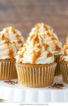 These Caramel Mocha Cupcakes are made with a coffee flavored cupcake, caramel frosting and caramel drizzled on top! A coffee favorite in dessert form! Coffee Cupcakes, Oreo Cupcakes, Cupcake Cakes, Flower Cupcakes, Strawberry Cupcakes, Easter Cupcakes, Velvet Cupcakes, Christmas Cupcakes, Sweets
