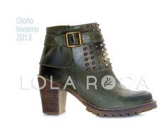 Hermosas botas cortas con taco y detalle de tachas.  Art 2345 – V - Precio sugerido: $700.00