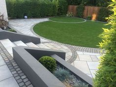Curves in a Square Garden | Marshalls #garden_patio_grey Patio Adoquinado, Patio Steps, Patio Edging, Outdoor Steps, Patio Wall, Curved Patio, Raised Patio, Garden Steps, Garden Path