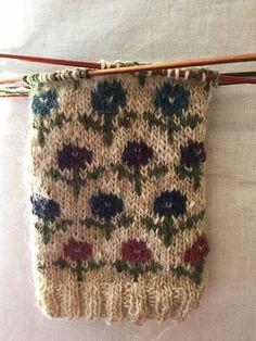 Ravelry: knittingceleste's Floral fingerless mitts