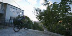 İstanbul Sokaklarında Downhill Bisiklet Aksiyonu