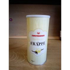 Otthoni felhasználás esetén a jegeskávét készíthetjük turmixgépben úgy, hogy 1 adag jegeskávéhoz 40-50g port, 4-5 jégkockát és 1,2 dl tejet keverünk össze.   Viszonteladóknak 1 kg jegeskávé port 3-4 liter tejjel javasolt elkeverni és jégkásagépben elkészíteni.  Díszítése csokoládédarabokkal, tálalása 1,5 dl-es talpas pohárban ajánlott. Dunkin Donuts Coffee, Shot Glass, Coffee Cups, Tableware, Food, Coffee Mugs, Dinnerware, Tablewares, Essen