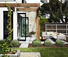 This is the orignal picture! Channelling villas in the Mediterranean, this versatile getaway on Victoria's Mornington Peninsula is designed for maximum relaxation. Backyard Patio, Backyard Landscaping, Modern Backyard, Outdoor Rooms, Outdoor Living, Outdoor Gardens, Gazebos, Outside Living, Mediterranean Homes