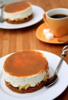 No-bake cheesecake with speculoos, apples and milk jam - Amandine Cooking - - Mini Cheesecake Recipes, No Bake Cheesecake, Dessert Recipes, Desserts With Biscuits, Baked Cheese, Mini Cheesecakes, Sweet Recipes, Tart Recipes, Love Food