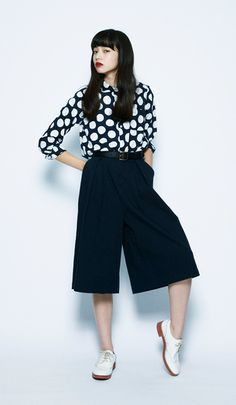The men's-style culottes pants match well with the imposing shirt. This is a great monotone, cool outfit when you're in the mood.