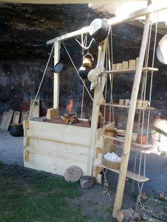 The wooden kitchen, not period - Meine Kochstelle aus Holz, nicht historisch, aber praktisch.
