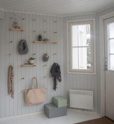 DIY for the hallway wall. Hallway Walls, Entry Hallway, Entryway, Hallways, Detached House, Mudroom, Shelving, Sweet Home, Shabby Chic
