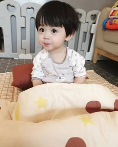 Small Accent Chairs For Bedroom Info: 5866828091 Cute Baby Boy, Cute Little Baby, Lil Baby, Little Boys, Cute Kids, Cute Asian Babies, Korean Babies, Asian Kids, Cute Babies