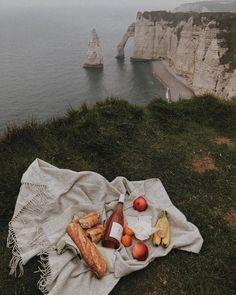 70 metres above the sea 🌊 Picnic Date, Summer Picnic, Dream Dates, European Summer, European Tour, Oui Oui, Aesthetic Food, Photos, Pictures