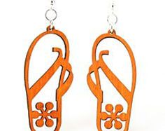 Sandals with Flower – Wood Earrings MADE IN USA The beach walker sandal. This one is adorned with a flower Size: 2 x These sandal earrings are laser cut and made from a Wood Necklace, Wood Earrings, Leather Earrings, Leather Jewelry, Etsy Earrings, Jewelry Tree, Wooden Jewelry, Jewelry Crafts, Laser Cutter Ideas