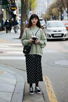 Korean street fashion official korean fashion outfits look в 2019 г. Korean Fashion Summer, Korean Fashion Casual, Korean Fashion Trends, Korean Outfits, Mode Outfits, Asian Fashion, Casual Outfits, Fashion Outfits, Japanese Fashion Street Casual