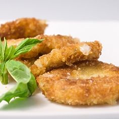 Served this over a plate of pasta & sauce! Creamy mozzarella marinated in olive oil, basil and garlic. Breaded with panko and fried until golden. Finger Food Appetizers, Yummy Appetizers, Appetizers For Party, Appetizer Recipes, Snack Recipes, Cooking Recipes, Party Snacks, Cheese Recipes, Vegan Recipes