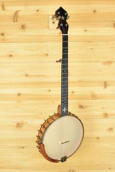 OME has been building some of the best open back banjos in the business for decades, and their Wizard model is no exception.12″ mahogany rim. Antiqued hardware and an amber Remo Renaissance head complete the vintage look and tone.Includes hardshell case.