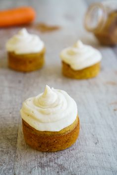 The classic and magical combination that always works: carrot muffins with cream cheese frosting. Learn how to make the best one!