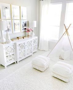 A big congrats to Erin of @mytexashouse a GORGEOUS home account and the winner of the @liketoknow.it Best of Home for 2018!! She and I have a mutual affinity for white and bright white furniture while having small children 🙌🏻👸🏼✨🤣 #mytexashouse #homedecor #whitedecor #dreamydecor #lovethisspace