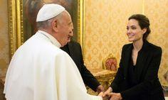 """Angelina Jolie Presenta """"Unbroken"""" En El Vaticano Y Saluda Al Papa Francisco"""