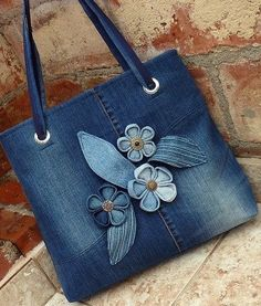 Džíska blue garden 3 intrigued by these flowers – Artofit Denim Bags From Jeans, Denim Tote Bags, Denim Purse, Diy Tote Bag, Denim Jeans, Denim Handbags, Purses And Handbags, Blue Jean Purses, Tote Bag With Pockets