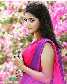 ये शो छह माह में ऑफ-एयर हो गया था। एक्ट्रेस ने 'रेशम डंक' के बाद कई डिशन दिए लेकिन उन्हें अपने रंगों के कारण हर जगह खारिज कर दिया गया। (Instagram) Beautiful Saree, Beautiful Indian Actress, Beautiful Actresses, Beautiful Profile Pictures, Indian Beauty Saree, Indian Sarees, Indian Designer Outfits, For Facebook, India Beauty