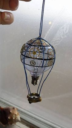 steampunktendencies:   Light bulb air balloon by Faith Sons