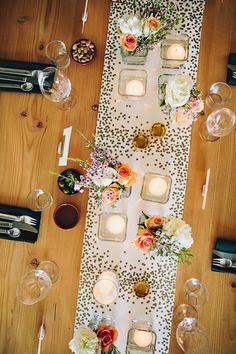 #polka-dots, #gold, #confetti, #tablescapes, #table-runners, #sparkle  Photography: Ali Walker - aliwalker.com/  Read More: http://www.stylemepretty.com/living/2013/09/06/farewell-sweet-liberty-dinner/