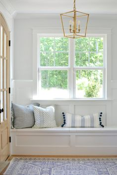 The Right Throw Pillows For Your gray sofa. Simple formulas that help you get it right, as well as pillow combinations you can shop! Navy Blue Throw Pillows, Blue And White Pillows, White Couches, Gray Sofa, Target Pillows, Home Decor Trends, Chrissy Marie, Coastal Homes, Coastal Living
