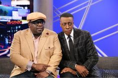 Cedric stops by Arsenio Hall and adds him to the long list of celebrities with Who Ced in their headwear collection. #whoced #arseniohall #eggandbuttermen #cedrictheentertainer #mensfashion #style #newsboy #gdgarner #arseniohallshow