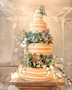 What a stunning naked wedding cake!