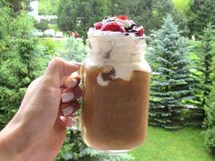 Recept Na Moju Ľadovú Kávu – Tiramisu Iced Coffee Iced Coffee, Tiramisu, Latte, Mason Jars, Pudding, Mugs, Lifestyle, Tableware, Desserts