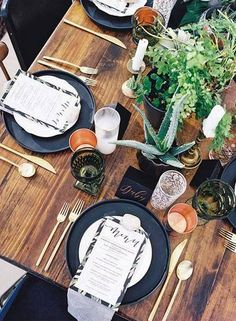 Summer Table Decorating Ideas wooden able with black plates