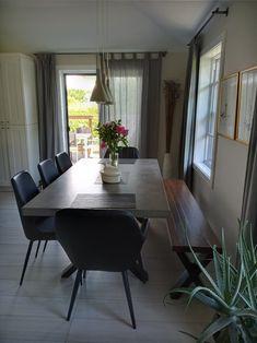 TABLE QUEENSTON - BÉTON GALET - 72'' X 40'' X 2.25'' ÉPAIS - CHAISES LAZARUS - RUDY - BANC KAMOURASKA - MERISIER - ROUSSE #lusine #table #queenston #beton #galet #chaise #lazarus #rudy #kamouraska #banc #merisier #rousse