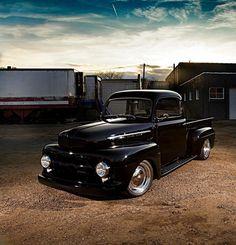 Warren Herreid's 1952 Ford Pickup - Hot Rod Network 1952 Ford Truck, Old Ford Trucks, 4x4 Trucks, Jeep Pickup Truck, Pickup Camper, Truck Camper, Hot Rod Trucks, Cool Trucks, Small Luxury Cars