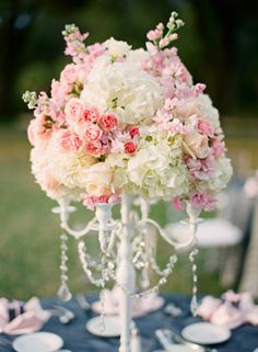 Navy and pink table centerpiece Photo: Justin DeMutiis Photography