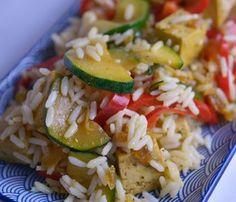 Kurczak zapiekany w ryżu z warzywami - danie przygotujesz w piekarniku Tofu, Quesadilla, Feta, Zucchini, Salad, Vegetables, Cooking, Asian Recipes, Kitchen