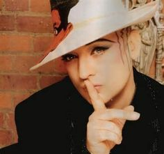 Cuddling, kissing caressing and loving that enormous Beauty, Boy George. My dream gay male to get married with ! Boy George, Solo Music, Culture Club, Rhythm And Blues, Many Faces, Pop Bands, New Wave, Reggae, Beautiful Boys