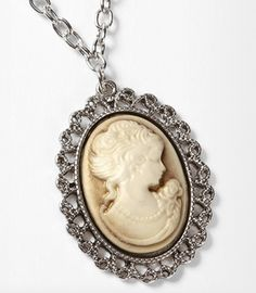 Fred Flare Cameo Bezel necklace