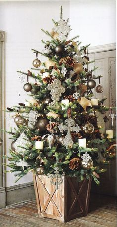 "decorating a christmas tree with burlap  | Beautiful Christmas Tree Decorating Ideas | ~ ""It's Beginning To Look ..."