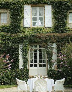 Le case coperte di edera: magiche o inquietanti? | Arredare casa