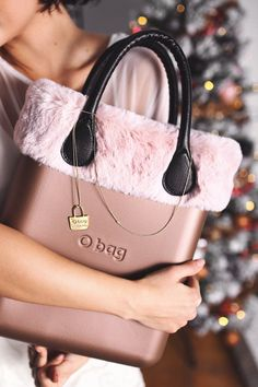 Pink faux fur Ochic - Obag styled for Christmas, on Dyrogue.com