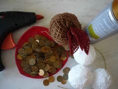 Декоративные яблочки из монет Ethnic Home Decor, Kente Styles, Arts And Crafts, Apple, Chocolate, Gifts, Pennies Crafts, Coin Art, Diy
