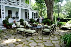 Little Red House: Mosaic Monday: Garden Patio with Furniture / Bunny Williams Back Patio, Backyard Patio, Backyard Landscaping, Porch To Patio, Outdoor Rooms, Outdoor Gardens, Outdoor Living, Outdoor Decor, Flagstone Flooring