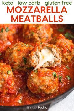 Keto Low Carb Mozzarella stuffed meatballs recipe with homemade marinara sauce t. - Keto Low Carb Mozzarella stuffed meatballs recipe with homemade marinara sauce that's SO much bet - Cena Keto, Mozzarella Stuffed Meatballs, Aperitivos Keto, Comida Keto, Ketogenic Recipes, Ketogenic Diet, Keto Dinner, Dinner Healthy, Gourmet