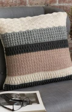 Textured Pillow pattern by Bobbie Anderson : Change textures as you change colours on this sophisticated crocheted pillow. We used neutral shades here, but choose shades to suit your décor. Crochet Home Decor, Crochet Crafts, Crochet Projects, Décor Crafts, Easy Crochet, Crochet Ideas, Crochet Cushion Cover, Crochet Cushions, Crochet Blankets