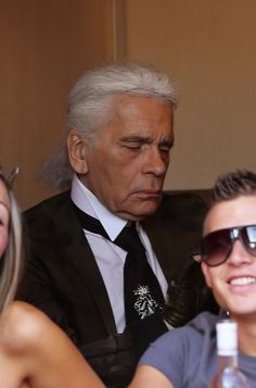 SPOTTED: designer Karl Lagerfeld without his sunglasses - Gossip - Celebs - Home - ELLE Belgium